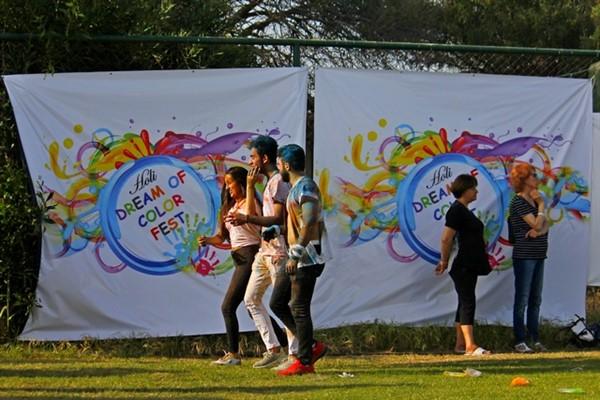 Antalya Holi Festivali'nde Boya Savaşı