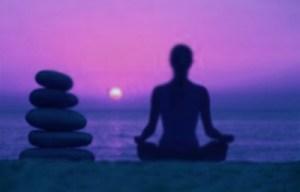 Con la práctica logrará reconocer los pensamientos y sentimientos y luego sólo cambiar su atención hacia algo que no lo vaya a dejar inmerso en sentimientos depresivos. Cuando esto se hace desde el corazón y no sólo desde la mente, entonces está transformando sus sentimientos en vez de reprimirlos.