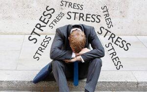 Podemos neutralizar el estrés practicando algunos ejercicios sencillos que faciliten un cambio de actitud y reduzcan el drenaje de energía. Esto producirá que pensemos cada vez con mayor claridad sobre la mejor manera de obtener la ayuda necesaria para nosotros y nuestras familias.