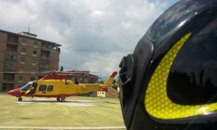Cade dal tetto, imprenditore soccorso da elicottero 118