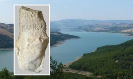 """Cittadino trova cippo del 130 a.C. nel lago di Occhito e segnala alla Soprintendenza. """"Preziosa testimonianza della ristrutturazione fondiaria nella Valle del Fortore"""""""