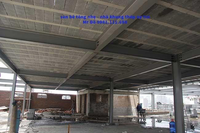 Mặt dưới sàn bê tông nhẹ và khung thép tiền chế 2.000m2 tại Cầu Giấy - Hà Nội