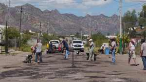 Local Americans volunteer  time to fill potholes