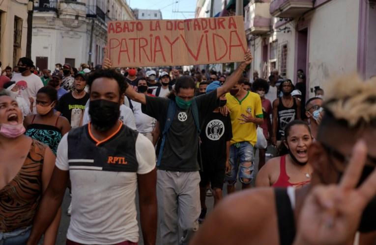 Levanta la voz la música popular cubana.