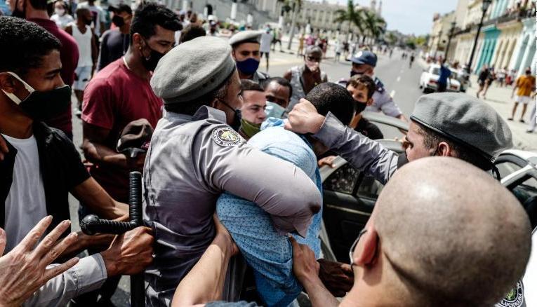 Cuba acapara los titulares de la prensa mundial.