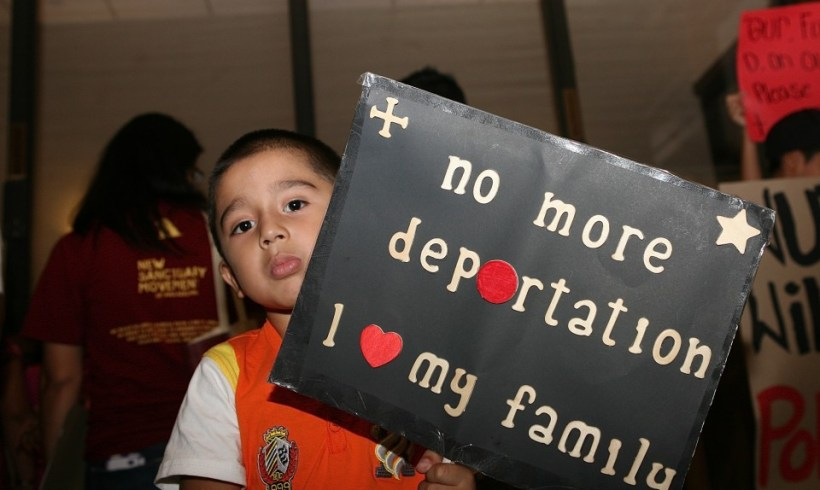 NOTICIAS DE ULTIMO MINUTO: Jueces gobiernan en contra de millones de familias inmigrantes! BREAKING: Judges rule against millions of immigrant families!