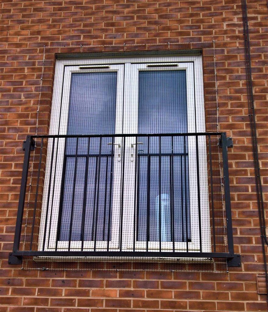 Cat balcony screen