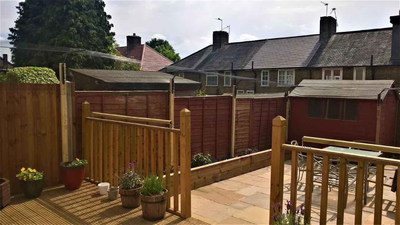 Cat fences to keep cats in garden
