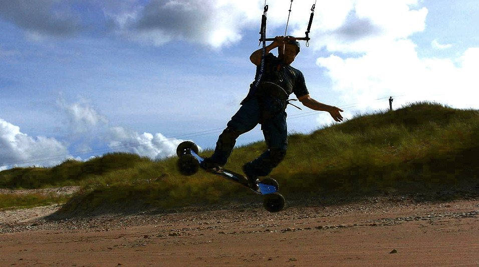 Sand Kiting: Kitesurfing on sand