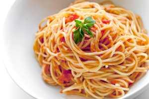 Вкусный и необычный рецепт спагетти с цукини и песто из чили