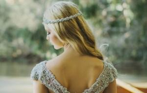 Как выбрать и носить платья с открытой спиной