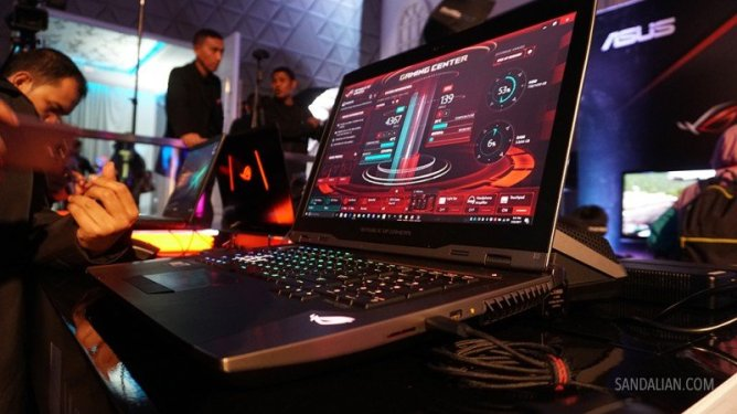 ASUS ROG GX800 18 inch screen