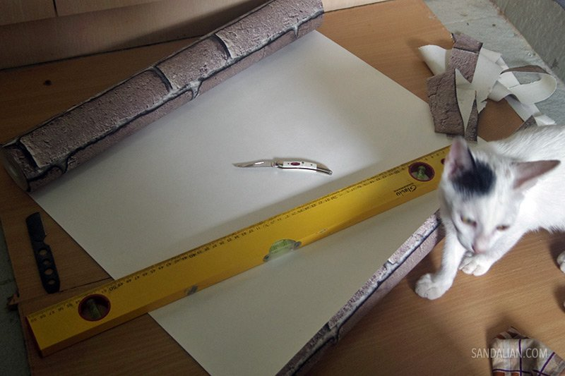 memotong wallpaper sesuai ukuran