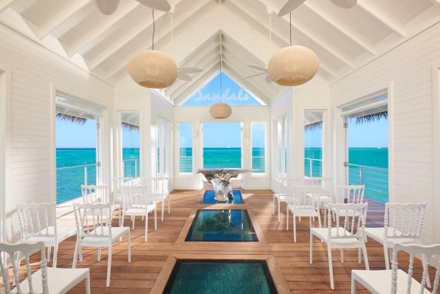 Chapelle sur pilotis avec vue à 360 degrés sur la mer