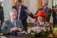 royals sign a book