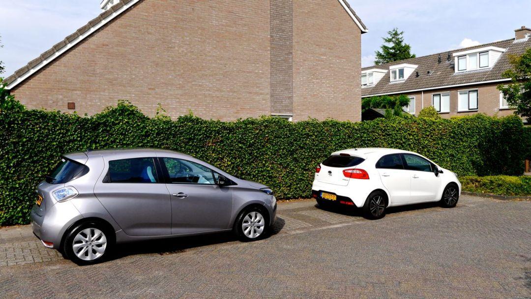 Renault ZOE (links) en Kia Rio (rechts)