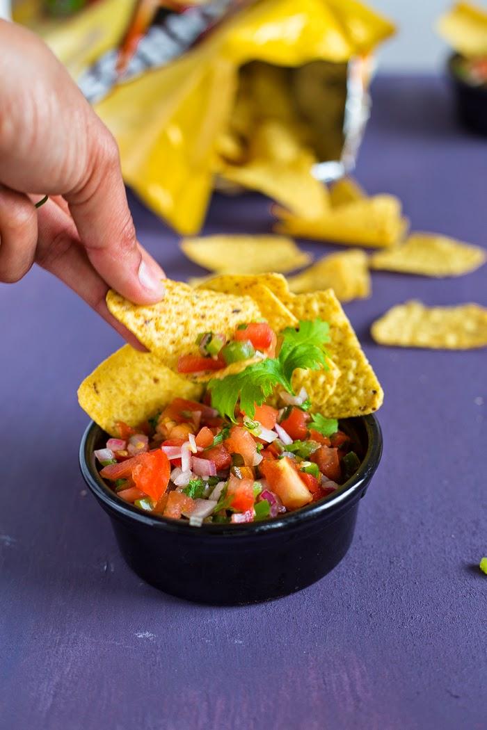 easy tomato salsa with nachos