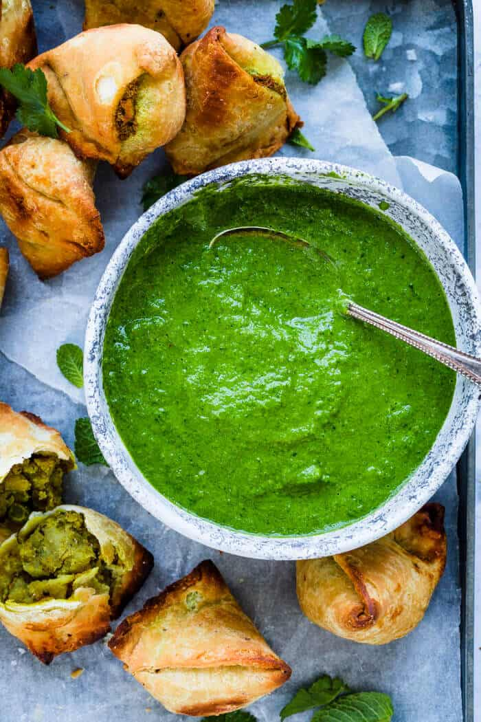Easy green chutney served with samosa