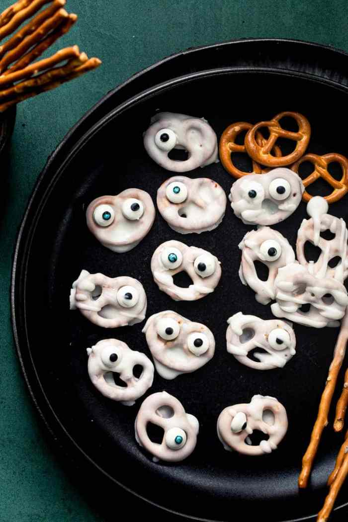 Ghost Pretzels for Halloween kids party