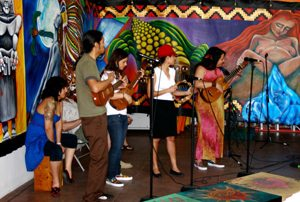 Musicians sharing their music for día de la mujer.