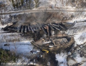 train-derailment-bakken-west-virginia-aerial-view_us-coast-guard