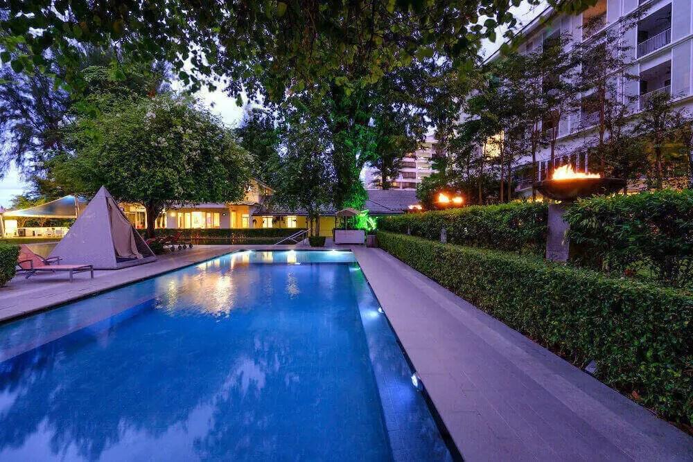 dusk pool shot