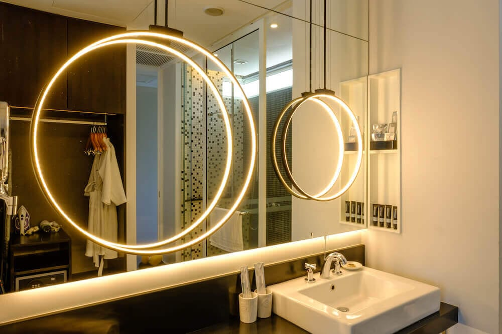 bathroom at Lone Pine Hotel