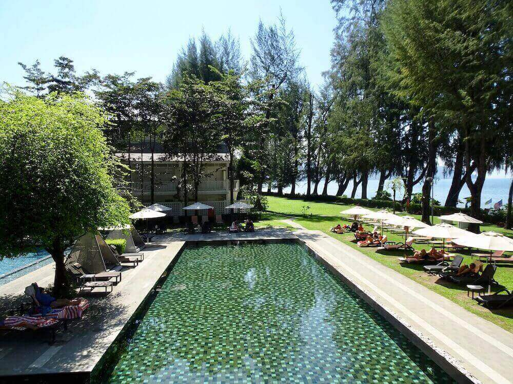 Pool and garden of Lone Pine Hotel