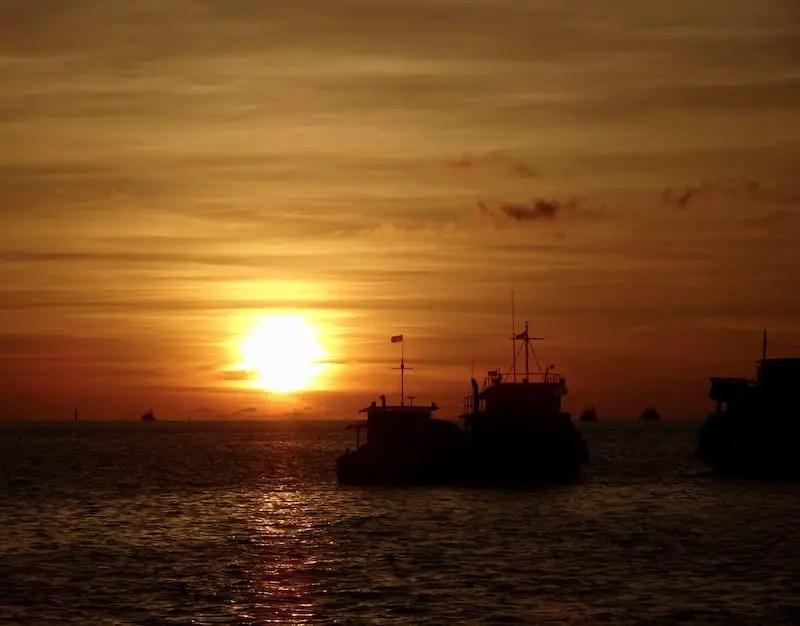 Bright orange Kota Kinabalu sunset: Places to Visit in Malaysia in 3 days