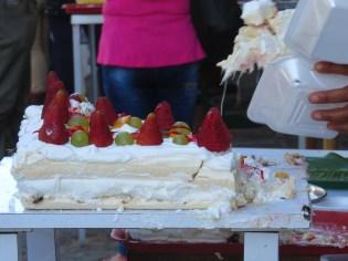 La fameuse meringue aux fruits locaux
