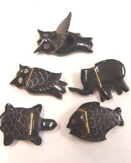 PILULIER ANIMAUX EN CORNE –  RESTE 1 LOT DE 7 PIECES