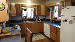 Grizzly Gap Kitchen (Large)