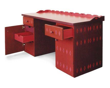 Bureau met drie kleuren