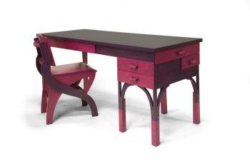 (Her-)nieuwd ontwerp voor bureau met zijwaartse laden