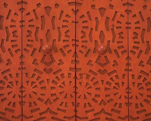 Kast met uitgezaagd patroon