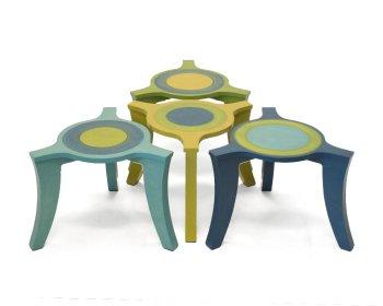 Nieuwe kleur voor salontafeltjes op drie poten.