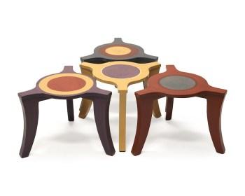 Salontafeltjes met drie poten en cirkels op het tafelblad