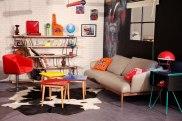 Canapé de designer en cuir, coussin fait main, tag Goldorak, objets vintages
