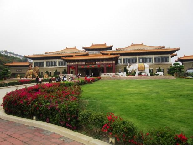 Eingangsbereich zum Buddha Memorial Center