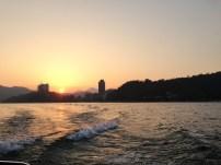 Sonnenuntergang am Sun moon lake währen der Bootsfahrt
