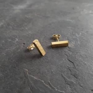 Metal & Lace Gold Bar Stud Earrings