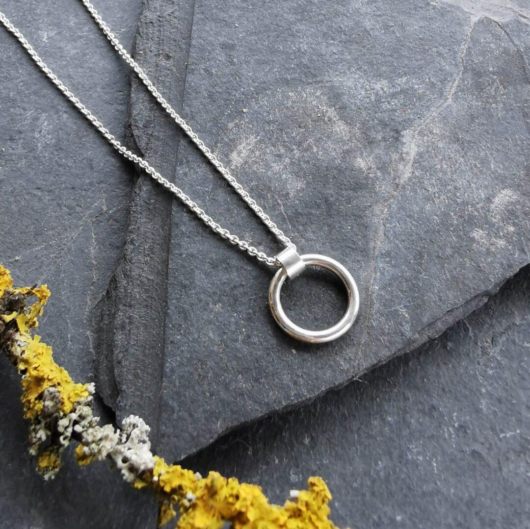 Minimal Circle Necklace