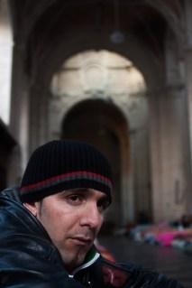 Pour forcer le pouvoir public a agir, ce jeune homme a, comme la majorité des occupants, entamé une grève de la faim après deux mois d'occupation. Il préférait mourir plutôt que d'abandonner le combat.