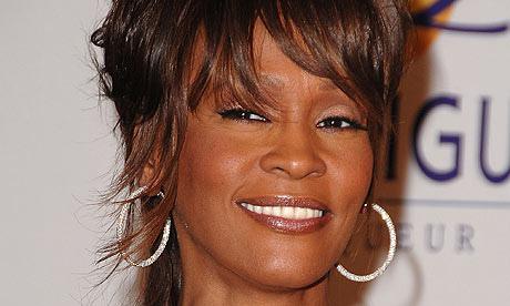 Whitney Houston: distrutta dagli abusi, ricordata oggi a Cannes