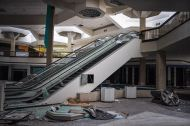 abandoned_shoppingcenter_03