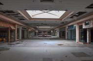 abandoned_shoppingcenter_09
