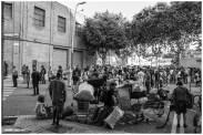 Algunos de los desalojados y simpatizantes del colectivo se congregaron en los alrededores del cordón policial
