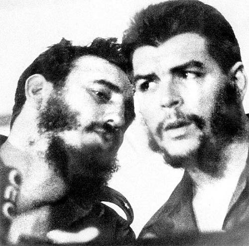 Os líderes da Revolução Cubana, Fidel Castro (à esq.) e o argentino Che Guevara