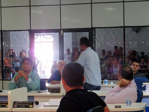 Vereador e Prefeito eleito Antônio França, explicando por que não aprovaria a doação do terreno, naquele momento/Foto: Sandro Vagner