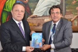 A adesão à campanha ocorreu durante visita do superintendente dos Correios ao presidente do TJMA (Foto: Ribamar Pinheiro)
